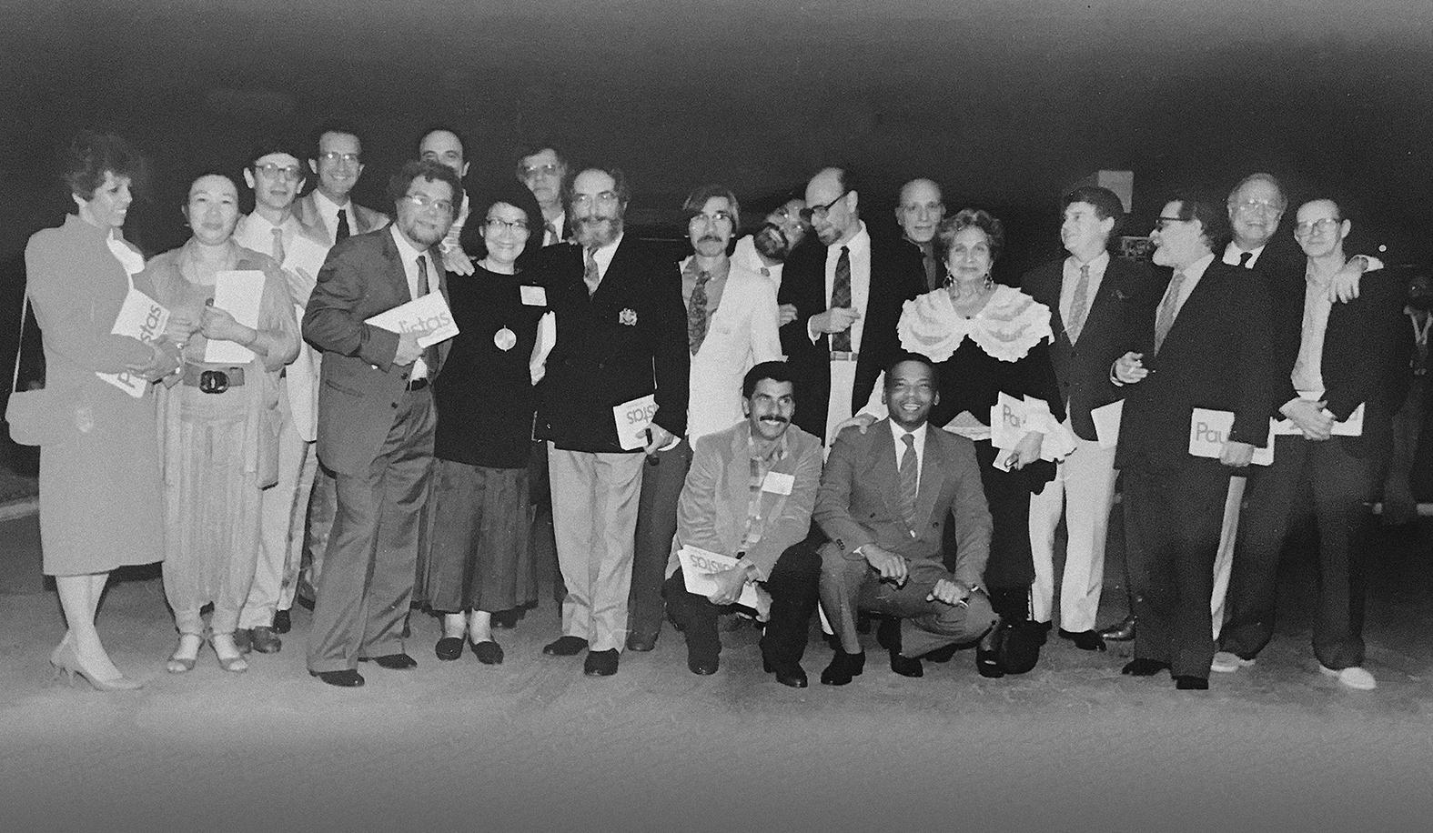 "Artistas na mostra [artists at the exhibition] ""Paulistas em Brasília"", 1987"